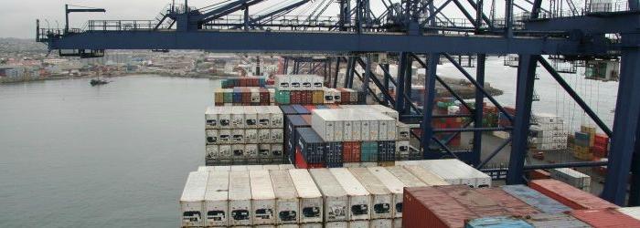 Carga de comercio exterior cae hasta 40% en puertos chilenos y baja minera afecta al norte